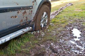 Muddy car lerig bil stuck fast